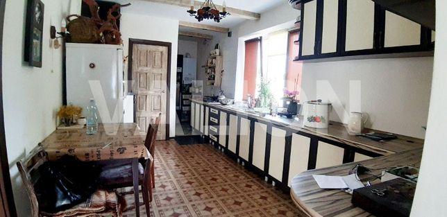 Продаётся ДОБРОТНЫЙ Дом в самому центре Борисполья на 10 сотках