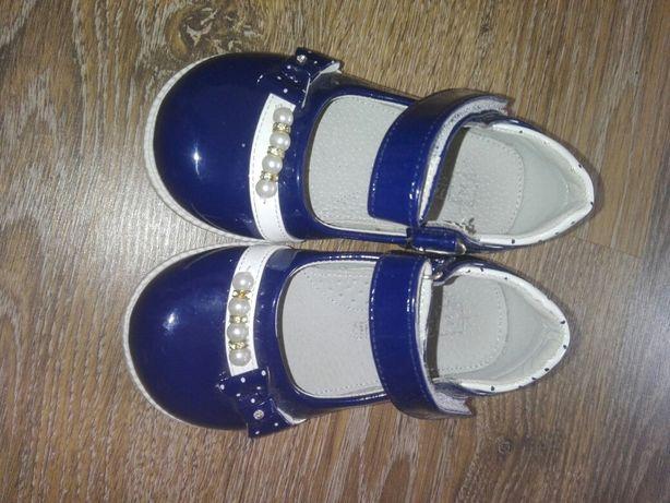 Продаю дитячі туфельки