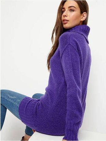 Теплый удлиненный свитер с высоким воротом