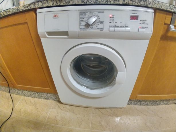 Máquina lavar roupa com avaria
