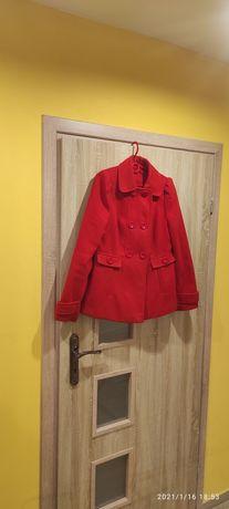 Damski płaszcz czerwony
