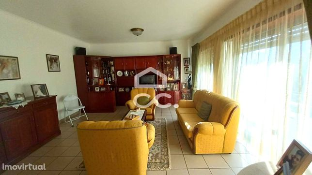 Apartamento T2 situado perto do hospital, em excelentes condições de h