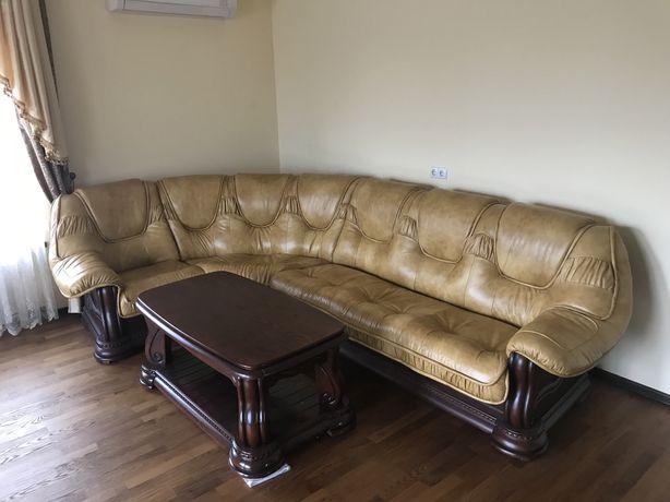 Кожаный угловой диван + журнальный стол