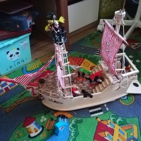 Drewniany statek piracki