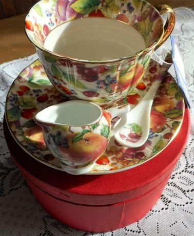 Elegancki zestaw do herbaty, nowy, w pudełku, na prezent.