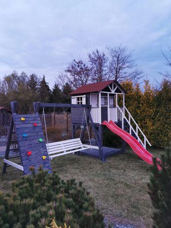 Drewniany plac zabaw, drewniany domek dla dzieci