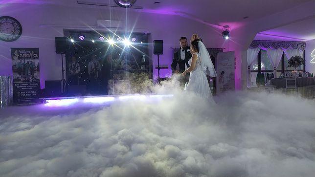Ciężki dym, fontanny iskier, fotobudka, napis love, balony