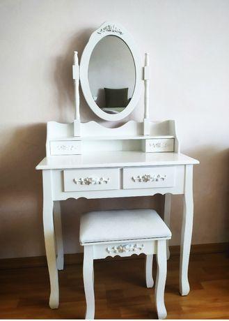 Śliczna biała toaletka