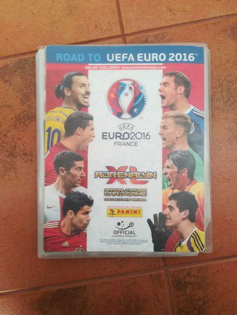 W pełni wypełniony Klaser Piłkarski Road to UEFA Euro 2016 (333 karty)