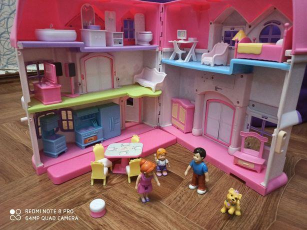Кукольный дом с семьей