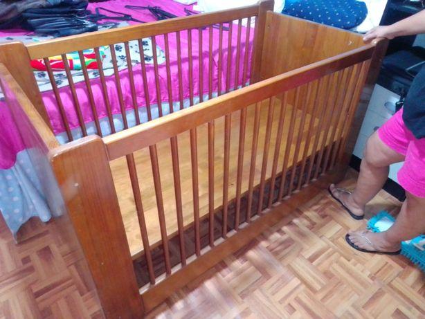 cama de bebe de madeira maciça