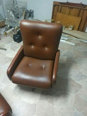 Stary fotel PRL