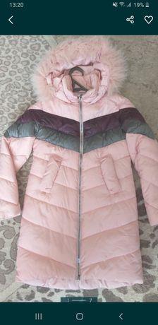 Зимове пальто для дівчинки.