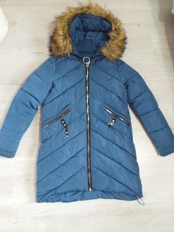 Sprzedam piękną kurtkę bardzo cieplutka z kapturkiem z futerkiem