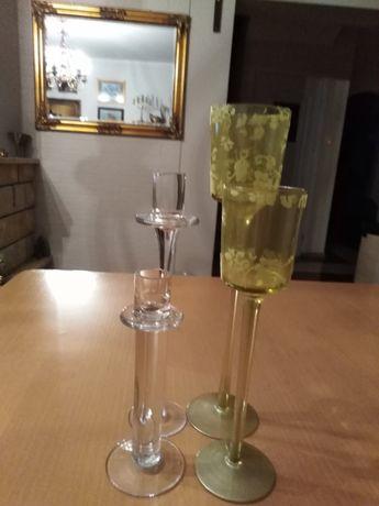 Cztery szklane swieczniczki