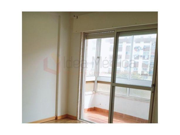 Apartamento T2. Casais de Mem Martins.