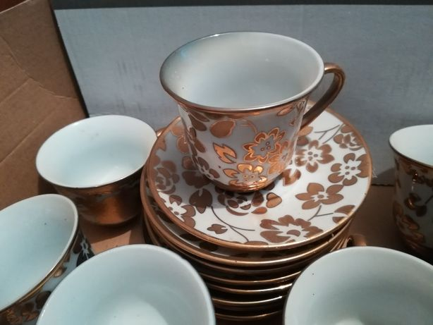 Набір чашок та тарілочок