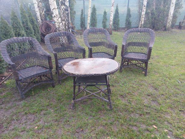 4 fotele i stolik z wikliny, do renowacji
