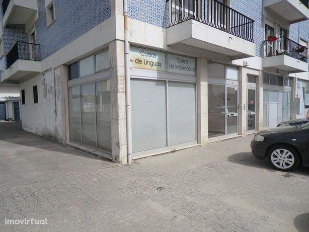 Loja em S. Bernardo com 4 gabinetes, 2 montras e 2 casas de banho