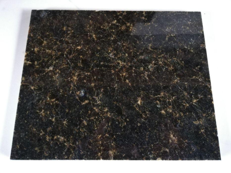 Płytki granitowe Verde Ubatuba 25x30.5x1 Poskwitów - image 1