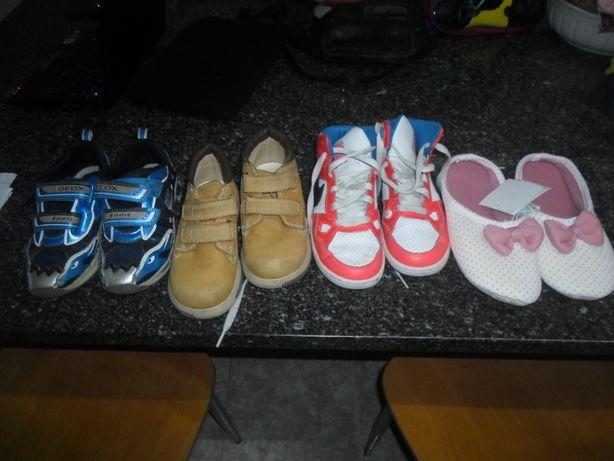 4 pares de calçado