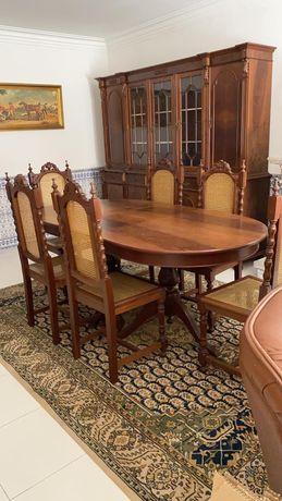 Mobília de sala de jantar em ótimo estado