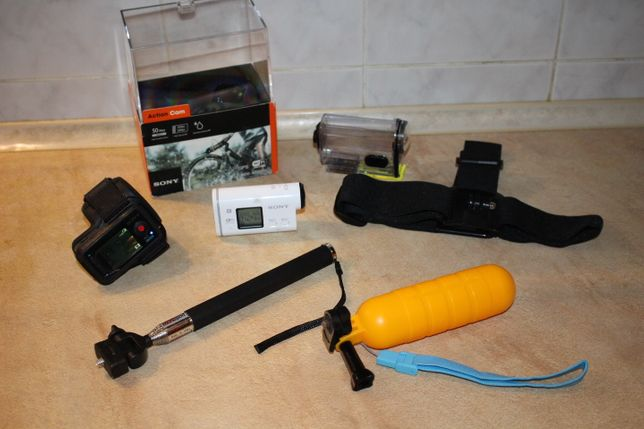 экшн камера Sony HDR-AS100V + пульт, бокс, монопод, крепления go pro