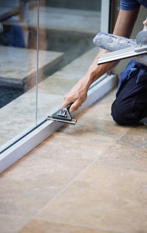 Mycie okien, witryn sklepowych