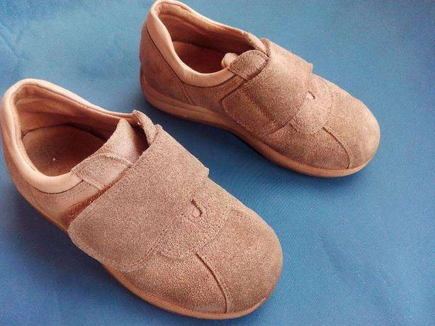 Sapatos de menino tamanho 29