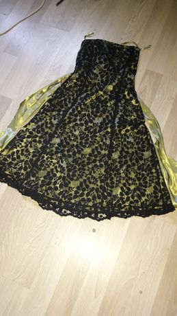Sukienka limonkowa z czarną koronką firmy debut rozmiar 14