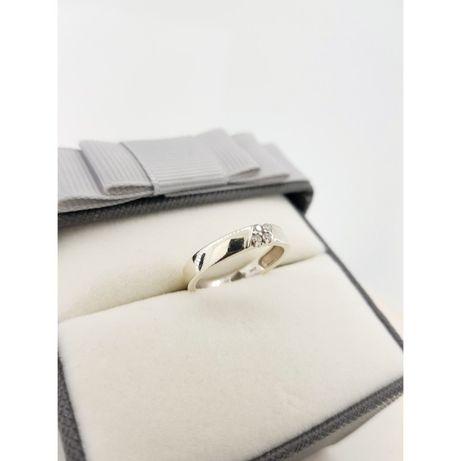 Złoty pierścionek z białymi kamieniami pr. 375, rozmiar 11