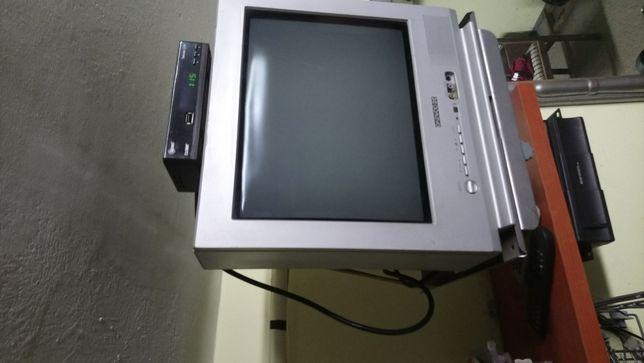 Telewizor 14 cali z tunerem dvbt z łapa do sciany