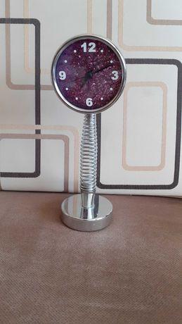 Oddam zegarek stojący z budzikiem, na baterię