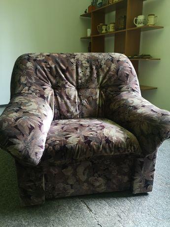 Fotel wypoczynkowy welurowy