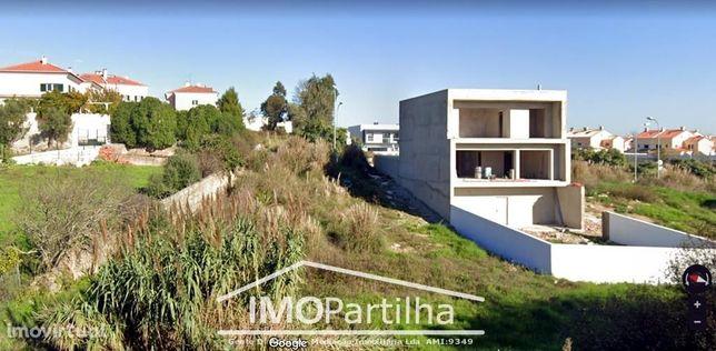 Terreno urbano para construção de moradia - com 490M2 em Albarraque