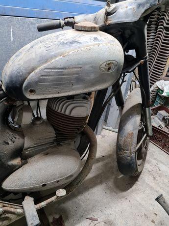 Jawa 205 para restaurar