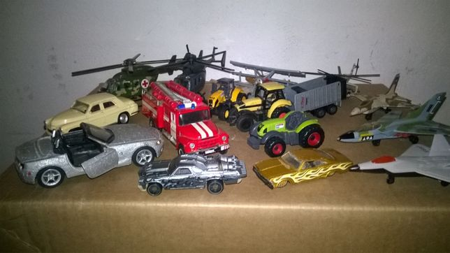 Modele samochodów samolotów i ciągników
