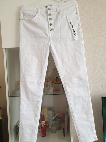 Nowe Białe spodnie zapinane na guziki, r. 42
