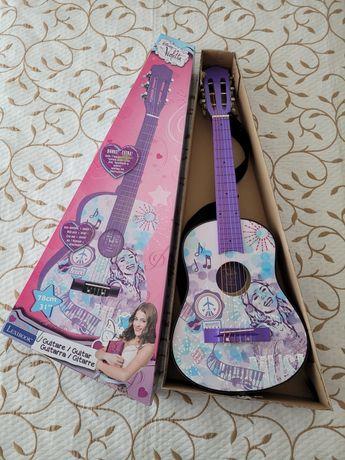 Guitarra em Madeira - Disney - Violetta