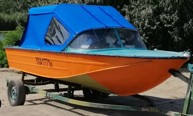 Продам лодку днепр с мотором меркурий 15 и местом на 7 причале