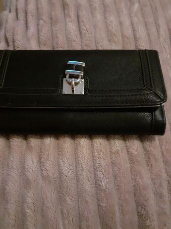 Czarny damski portfel
