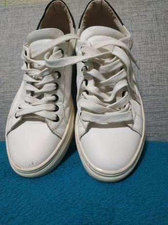 Кроссовки,кеды белые