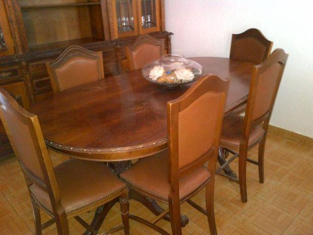 Mesa de sala grande c/ sete cadeiras