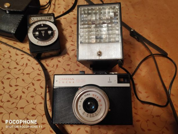 Aparat fotograficzny Smiena i lampa błyskowa