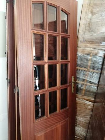 Portas de madeira  interior com e sem vidro