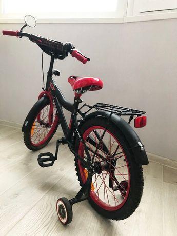 велосипед для мальчика Star Wars c дополнительными колесиками
