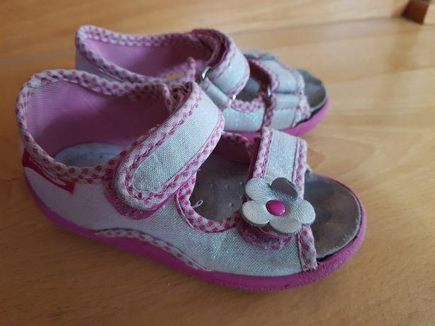 Sandały dla dziewczynki 22