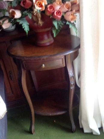 centro de mesa ou mesa de apoio. antiga