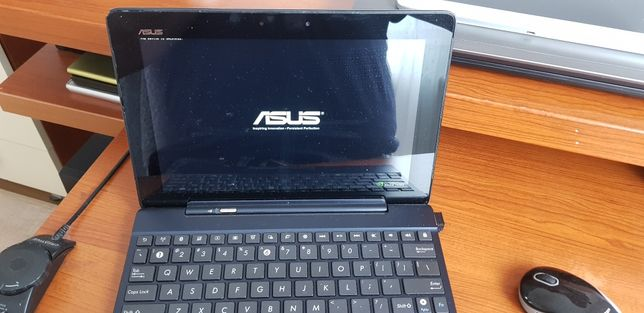 Tablet Asus TF-300 Transformers z klawiaturą.