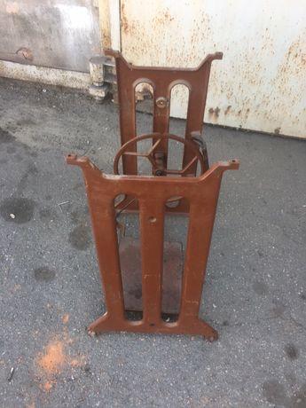 Стол чугунный